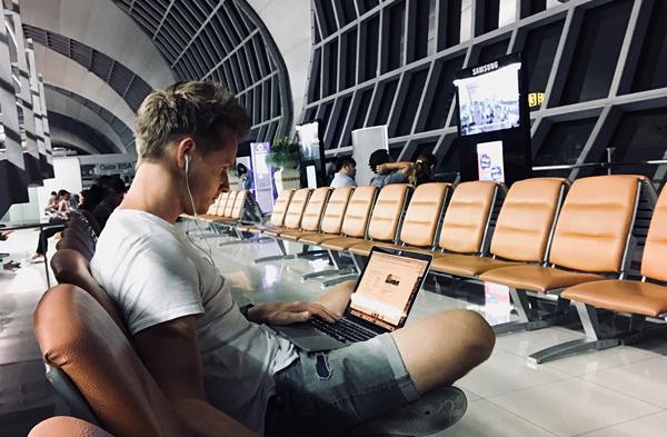 Digital nomad, werken vanaf het vliegveld