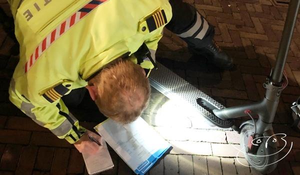 Staande houden Elektrische Step agent politie